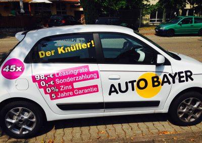Autohaus-Fahrzeugwerbung. Werbung für Autohäuser.